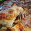 Делаем пиццу с сыром и ветчиной