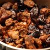 Говядина с черносливом – рецепт с фото